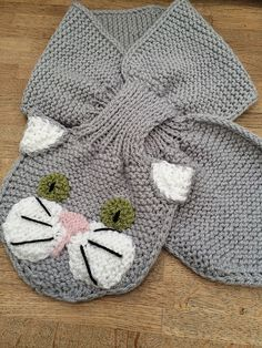 Animal Keyhole Scarves pattern by Pat Alinejad While minding my grandchildren last winter I realised getting them to wear and keep a scarf on was. Baby Knitting Patterns, Crochet Patterns, Cat Scarf, Winter Kids, Knit Mittens, Double Knitting, Crochet Motif, Grandchildren, Cosy