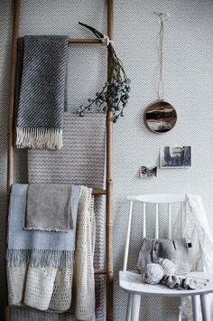 make a bamboo ladder for towel storage over toilet Home Design, Home Interior Design, Blanket Storage, Blanket Ladder, Sweet Home, Towel Storage, Ikea Storage, Storage Ideas, Decoration Inspiration