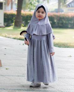Sewing patterns children little girls 17 Ideas Kids Dress Wear, Little Girl Dresses, Baby Dress, Girls Dresses, Muslim Women Fashion, Kids Fashion, Model Baju Hijab, Modest Dresses, Cute Dresses