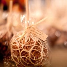 Love candied apples as favors for a fall wedding...