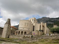 Castillo de Krujë. // Kruja Castle ◆Albania - Wikipedia https://es.wikipedia.org/wiki/Albania #Albania
