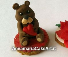 ...work in progress... Prove per segnaposto natalizi su base biscotto! #CakeDesign #AnnamariaCakeArt #cookies #christmas #natale #orsetto #cakes #cakedecorating #modelling #caketopper #cakemania  #sugarart #cakeart #arts #fondant #cakeartist #cake