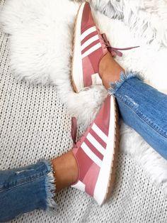 sweat pink sneaks