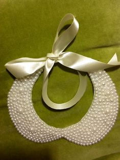 This DIY collar looks gorgeous on and is so easy to make from felt, beads, ribbon, and a cereal box!  :o)