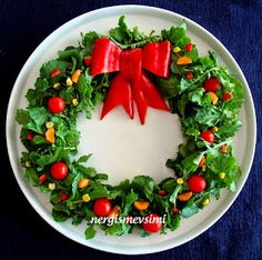 Yılbaşı salatası tarifi Yılbaşı çelengi salatası nasıl yapılır Yeni yıl salatası tarifi Çelenk salata nasıl yapılır   Her zam...