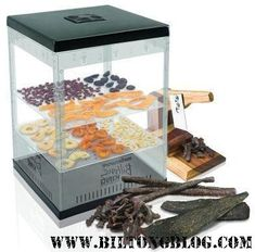 How to make a biltong box for making your own biltong or dry wors at home. Buying a dehydrator. Using your oven to make biltong at home. Make Your Own, Make It Yourself, How To Make, Biltong, Smoking Meat, Venison, Preserves, The Cure, Decorative Boxes