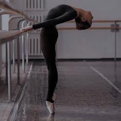 Save The Last Dance, Just Dance, Dance Art, Ballet Dance, Flexibility Dance, Dancer Photography, Ballet Images, Dance Poses, Ballet Beautiful