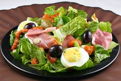 Real Food recipe for Andalusian Green Salad with Eggs, Ham & Tomato Vinaigrette Cookbook Recipes, Real Food Recipes, Healthy Recipes, Simple Spinach Salad, Protein Salad, Egg Salad, Fabulous Foods, Soup And Salad, Food For Thought