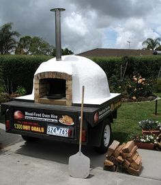 Four à pizza bois : Food Inspiration - Mobile, Trailer-Mounted Wood-Fired Oven Food Inspiration Mobile Trailer-Mounted Wood-Fired Wood Oven, Wood Fired Oven, Wood Fired Pizza, Portable Pizza Oven, Pizza Oven Outdoor, Pizza Oven For Sale, Pizza Food Truck, Mobile Coffee Shop, Pain Pizza