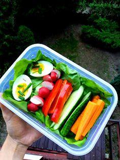 Nati jest fit!: 8 pomysłów na zdrowe drugie śniadanie do szkoły / pracy Cucumber, Lunch Box, Chicken, Vegetables, Eat, Fitness, Food, Veggies, Bento Box