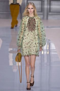 http://www.vogue.com/fashion-shows/fall-2017-ready-to-wear/chloe/slideshow/collection