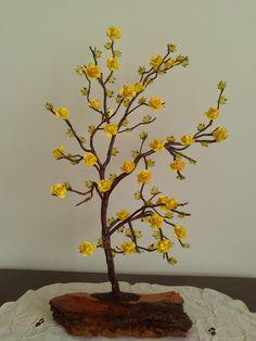 Árvore decorativa elaborada a partir de uma raiz. www.carisarte.blogspot.pt