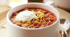 Our homemade chili recipe is a tried-and-true classic. Make this easy chili recipe to impress guests at your next tailgate party. Chilli Recipes, Beef Recipes, Mexican Food Recipes, Soup Recipes, Cooking Recipes, Healthy Recipes, Classic Chili Recipe, Mexican Chili, Chili Soup
