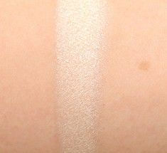 Makeup Must Have: MAC's Dazzlelight Eyeshadow. Perfect for Fair Skin!