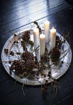 Adventskranz | Weihnachten | Lärchenzweige & Kerzen auf einem Silbertablett | Bobedre.dk