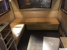 Renoverad husvagn Kabe 540 XL - Hemma hos marre_h Caravan Decor, Trailer Remodel, Camper Trailers, Tiny House, Bow Drawing, Rv, Sweet Home, Desk, Furniture