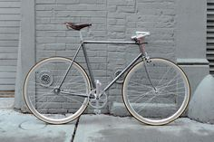 """PERFORMANTE CLASSICA.    HAND BRUSHED LUGGED STEEL FRAME. BROOKS PROFESSIONAL VINTAGE SADDLE. FRENCH STYLE HANDLEBARS FOR A """"CITY"""" UPRIGHT POSITION. NOS WOLBER TIRES MADE IN FRANCE. FIXED GEAR."""
