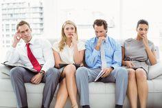 Työhaastattelutilanne on usein jännittävä. Haastattelu nimittäin määrittää sen, saatko työpaikan, jota olet hakemassa, vai et. Työhaastattelujännitys mielletään usein negatiiviseksi tuntemukseksi, mutta ajattelumallia muuttamalla jännitys voidaan kääntää eduksi! Esiintymisvalmentaja Niina Sainiuksen mukaan jännitys on kuin luonnon…