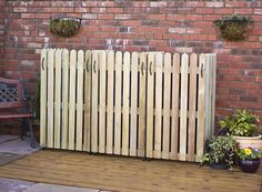 Wooden wheelie bin screen