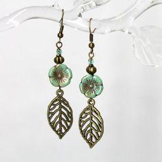 """Boucles d'oreilles """"fleurs australes"""" - verre de bohême et métal bronze -"""
