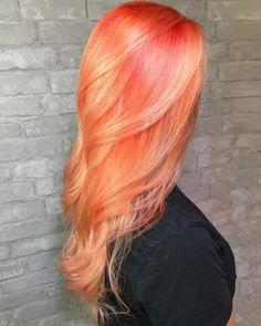 Fergie Is Rocking Boldest Summer Hair Color Trend Make a statement with this fiery orange hair color. Gold Hair Colors, Hair Color Pink, Cool Hair Color, Pink And Orange Hair, Pastel Coral Hair, Pelo Multicolor, Peach Hair, Beautiful Red Hair, Bright Hair