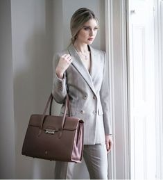 The Fabia pebbled leather business handbag in taupe is the ideal addition to update your work wardrobe, handcrafted from the finest textured leather in a smart neutral tone. Leather Work Bag, Leather Industry, Work Handbag, Professional Attire, Vegetable Tanned Leather, Pebbled Leather, Business Women, Taupe, Work Wardrobe