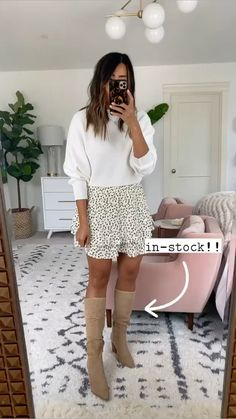 Cozy Outfits, Cute Comfy Outfits, Trendy Outfits, Fashion Outfits, White Overalls, Overalls Outfit, Spring Clothes, Spring Outfits, What To Wear Fall