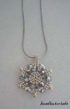 Jewelry beading tutorial - glass and seed beaded Snowflake pendant - pdf file instructions. €5.00, via Etsy.