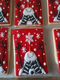 Cute snowman cookies - would look awesome in glass too :-)