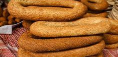 Κουλούρι Θεσσαλονίκης, το Αξεπέραστο Σνάκ Greek Sweets, Dessert Recipes, Desserts, Greek Recipes, Hot Dog Buns, Biscuits, Cookies, Breads, Food