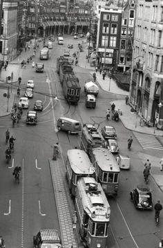 Haarlemse tram in de Amsterdamse Raadhuisstraat. Jaartal onbekend.