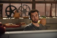 A gallery of New Girl publicity stills and other photos. Featuring Zooey Deschanel, Max Greenfield, Jake Johnson, Hannah Simone and others. New Girl Funny, New Girl Memes, New Girl Quotes, New Girl Season 6, New Girl Nick And Jess, New Girl Tv Show, Jake Johnson, Nick Miller, Girls Life