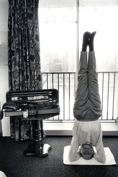 Iyengar + Yehudi Menuhin + Yoga + Violin = Research? Iyengar Yoga, Violin Family, Cool Violins, Yoga World, Old Music, Yoga For Men, Famous Celebrities, Conductors, Rare Photos