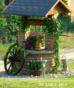 4 Creative Ideas: Easy Backyard Garden How To Grow backyard garden design couple.Backyard Garden Planters Old Tires. Cottage Garden Design, Cottage Garden Plants, Diy Garden Decor, Garden Art, Planter Garden, Cottage Gardens, Diy Decoration, Fairy Gardens, Wishing Well Garden