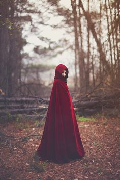 Rouge (Little Red Riding Hood) Red Ridding Hood, Dark Beauty Magazine, Bild Tattoos, Fantasy Photography, Red Hood, Little Red, Lady In Red, Fairy Tales, Photoshoot