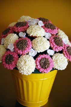 Cupcake bouquet! I loooove these!  I may make one out of my bathbombs for decor