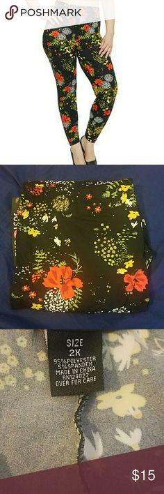Flower leggings plus size NWT So so soft.these leggings are like Butta! ??inseam is 26 inches, and they have lots of stretch. Pants Leggings