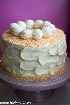 Tort de morcovi , un blat fin, cu o crema de branza si cocos delicioasa . E desertul ideal pentru copii. Lucky Cake, Vanilla Cake, Tiramisu, Caramel, Food And Drink, Cooking Recipes, Pudding, Cookies, Breakfast