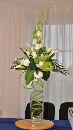 Best Beautiful Flowers Arrangement Ideas For Your Wedding - Life Hack Easter Flower Arrangements, Creative Flower Arrangements, Vase Arrangements, Beautiful Flower Arrangements, Floral Centerpieces, Flower Vases, Beautiful Flowers, Cactus Flower, Exotic Flowers