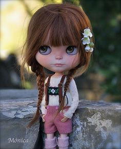 One of my fav doll collectors. beautiful blythes!