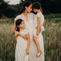 Enchanted Lace Maxi Dress (Frauen) - mom and sons pictures - Schwanger