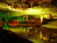 From massive underground lakes to an actual organ that play music on stalactites, these 7 Virginia caverns are like nothing you've ever seen. Shenandoah River, Shenandoah National Park, Natural Bridge Virginia, Places To Travel, Places To See, Front Royal, Away We Go, Virginia Is For Lovers, Another World
