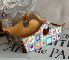 Tole Painting, Painting On Wood, Woodworking Ideas, Trays, Decoupage, Crafting, Basket, House, Furniture