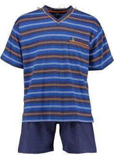 Deze heren shortama van Robson heeft blauwe, witte en oranje strepen. Het shirt heeft korte mouwen met een zakje op de borst en een V-hals. De korte broek is effen blauw. De tailleband van de heren shortama bevat elastiek.