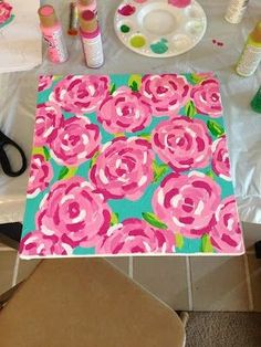 DIY: Lilly Pulitzer First Impression Canvas. Learn how to paint Lilly Pulitzers First Impression pattern step by step! Also check out the other tutorials from this site!