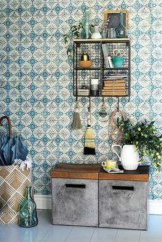 Kaleidoscopic Crest Wallpaper