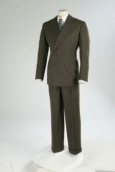 omgthatdress: Suit 1937 The Victoria & Albert Museum Perfect. omgthatdress: Suit 1937 The Victoria & Albert Museum Perfect. 1940s Mens Fashion, Retro Fashion, Vintage Fashion, Men's Fashion, La Mode Masculine, Masculine Style, Sharp Dressed Man, Victoria And Albert Museum, Gentleman Style