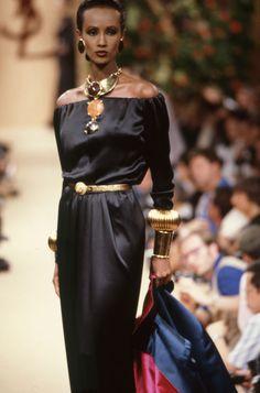 Iman in Yves Saint-Laurent 1988 Black 80s Fashion, Bold Fashion, 90s Fashion, Retro Fashion, Fashion Models, High Fashion, Vintage Fashion, Top Supermodels, Original Supermodels