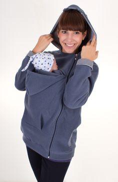 Unser neuestes Modell 2014/15 Mit der modischen Fleece-Jacke in sportlichem Schnitt sind Mama und Baby immer richtig angezogen. Die Tragejacke lässt sich auf Grund des Reißverschlusses über die...