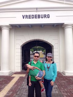 We didnt know if the vredeburg castle closed on monday so we just took a pictures in front of the castle gates